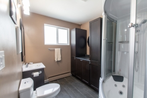 10517 84 St, Edmonton, AB