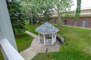 205, 9760 176 Street NW, Edmonton, AB