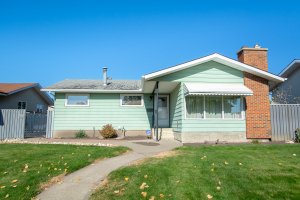 8916 150 AV NW, Edmonton, AB