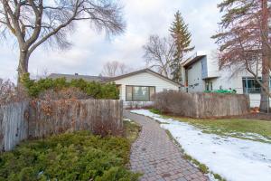 13904 92 Ave NW, Edmonton, AB