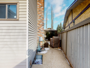 11105 157A AV NW, Edmonton, AB
